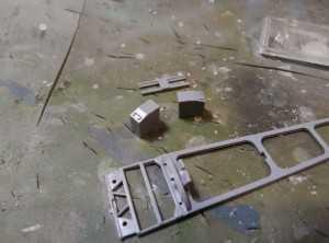 Верхняя часть лафета и патронные коробки